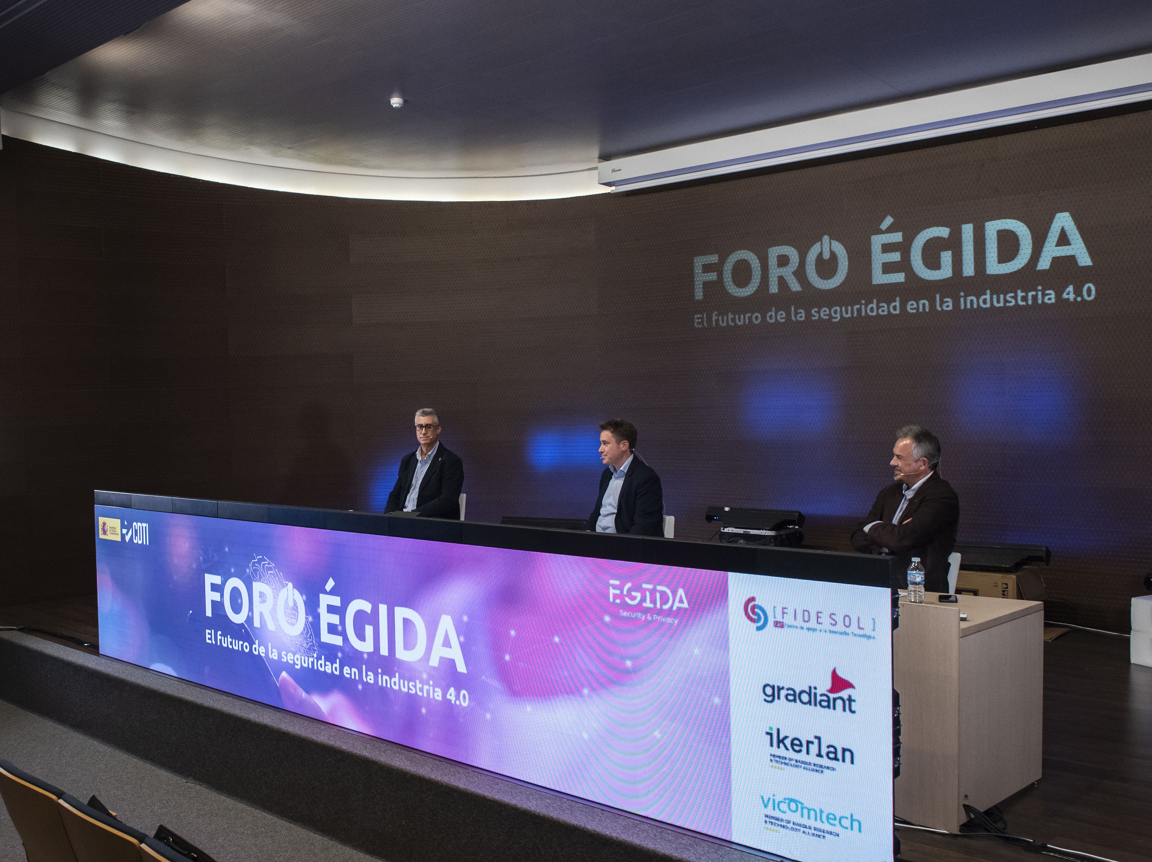 Experts from VICOMTECH and IKERLAN analyse the future of security in industry 4.0 at the 1st ÉGIDA Forum